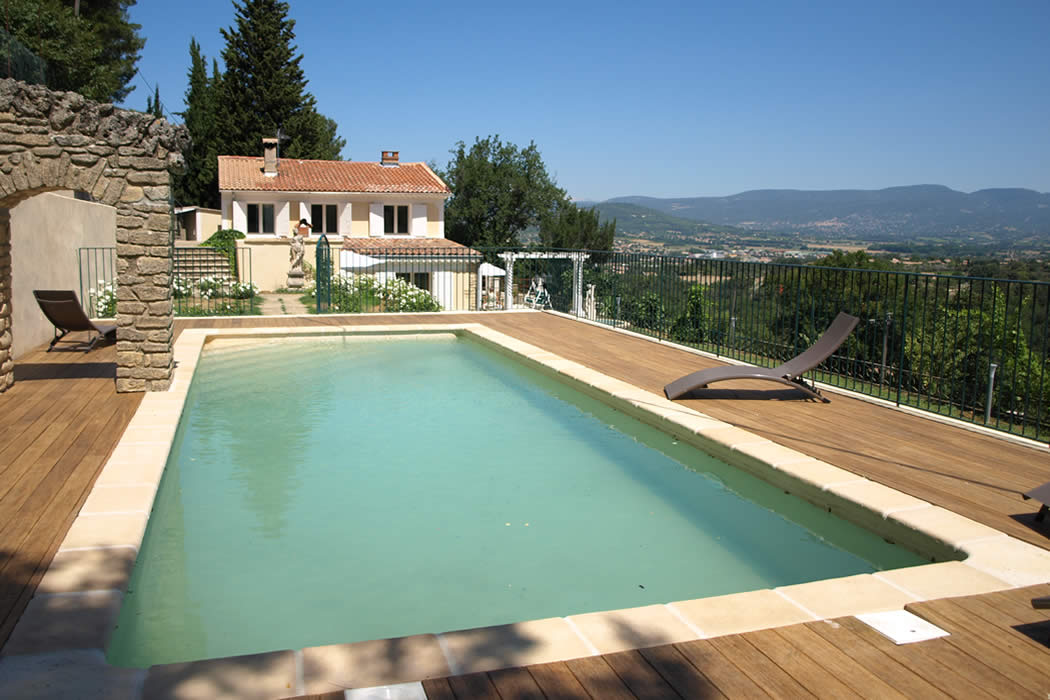 Les Terrasses pool and house