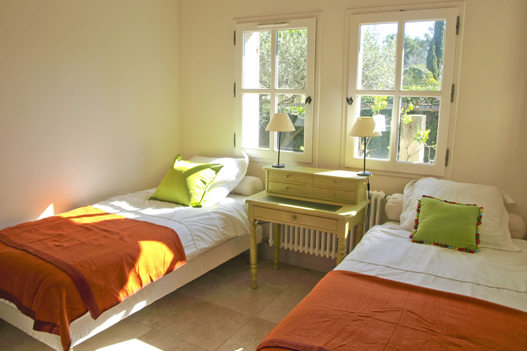 Maison Glanum twin room